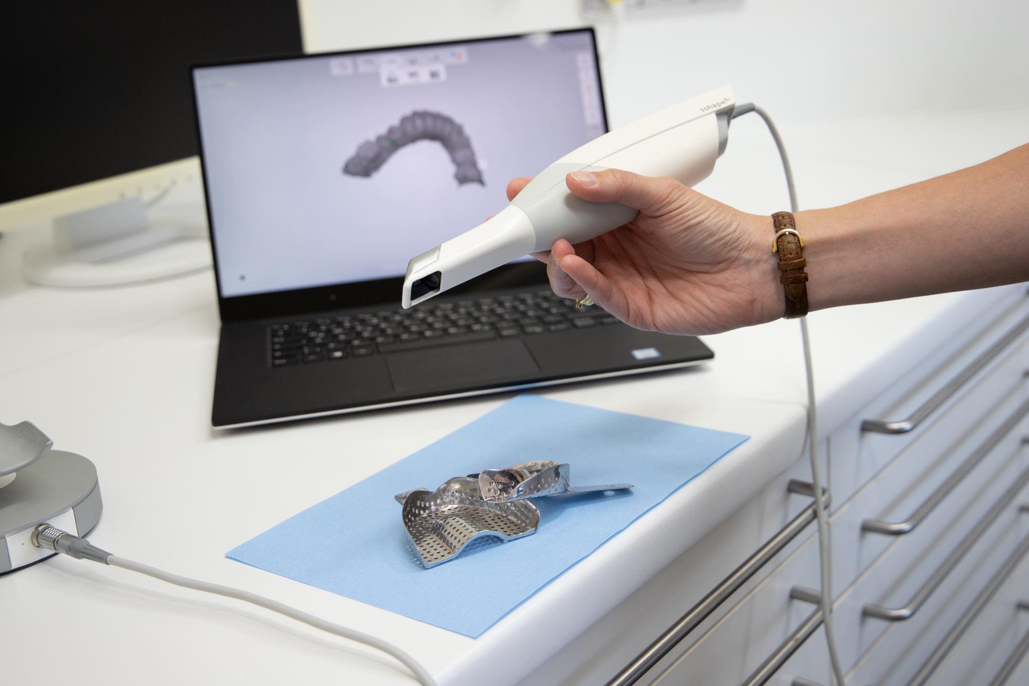 Wir bieten Im Zentrum für Zahnmedizin Neusser Straße höchst moderne und innovative Verfahren der Zahnheilkunde an.