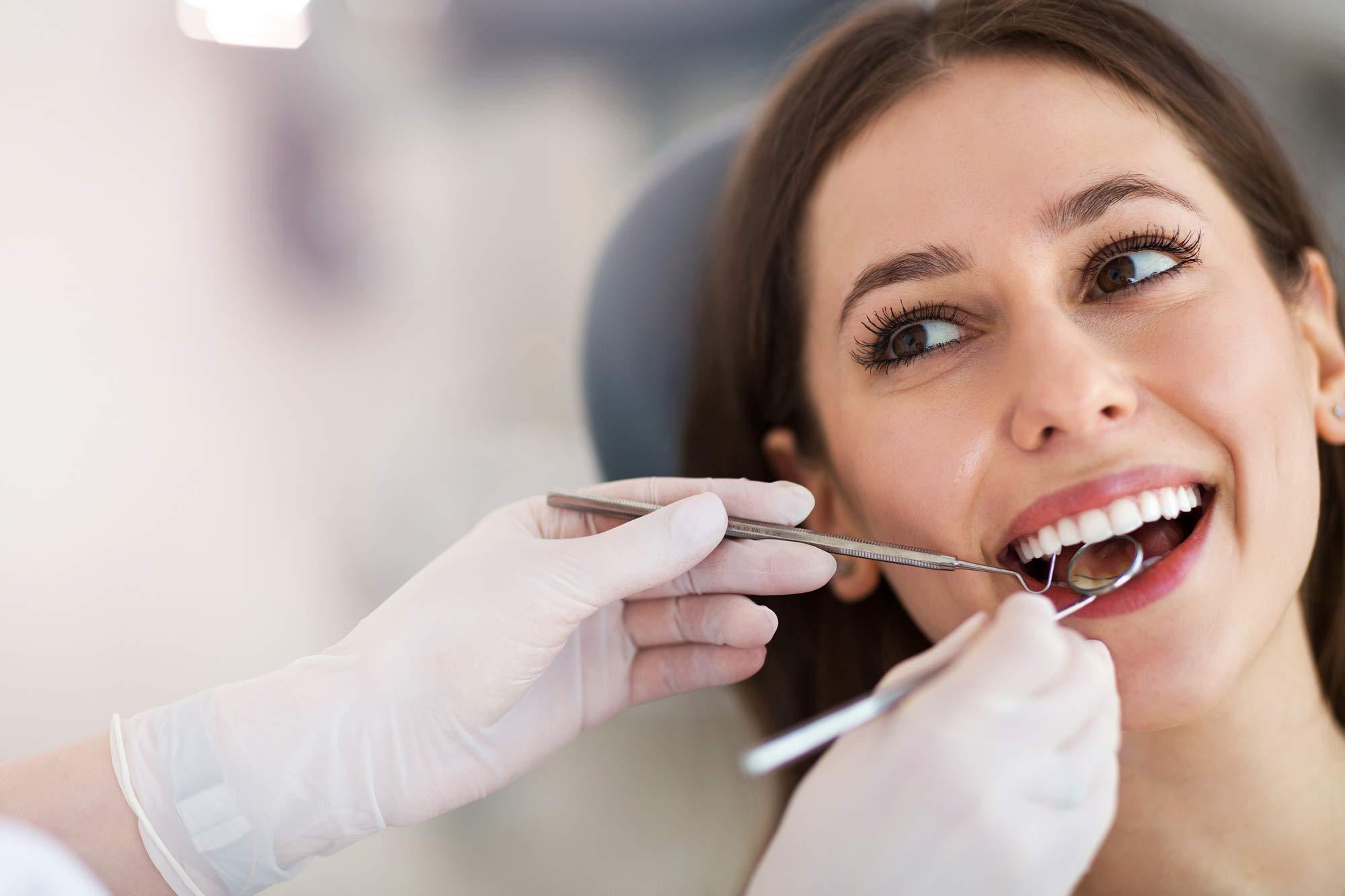 Behandlung im Zentrum für Zahnmedizin Neusser Straße!