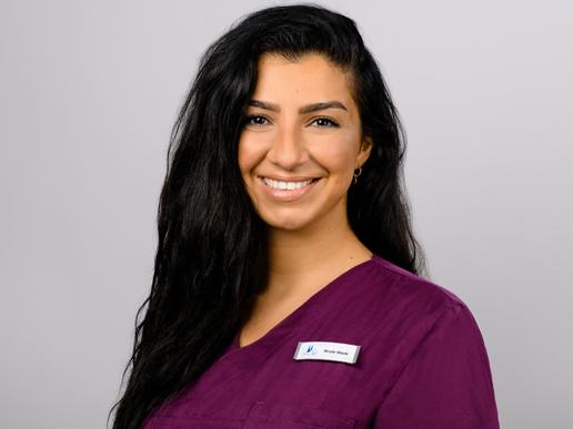 Unsere fachkundige zahnmedizinische Fachangestellte Nicole Weski setzt ihr Können ein in unserer Gemeinschaftspraxis in Köln - Nippes.