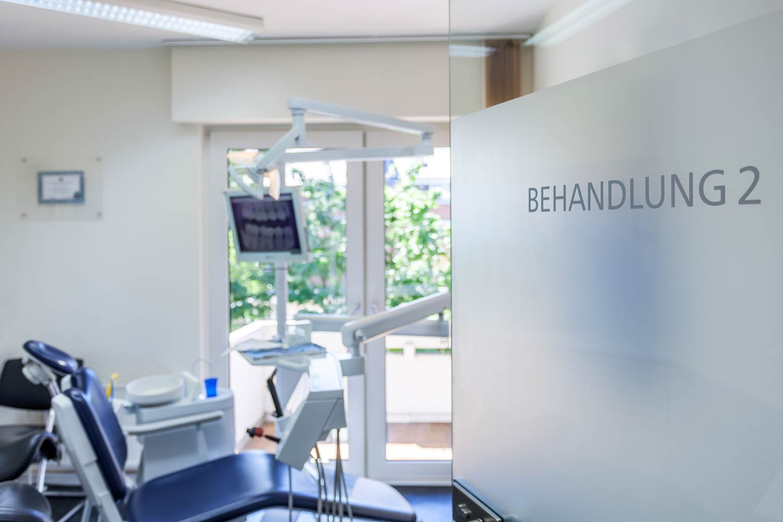 Zahnerhaltung - Behandlungsraum vom Zentrum für Zahnmedizin Neusser Straße